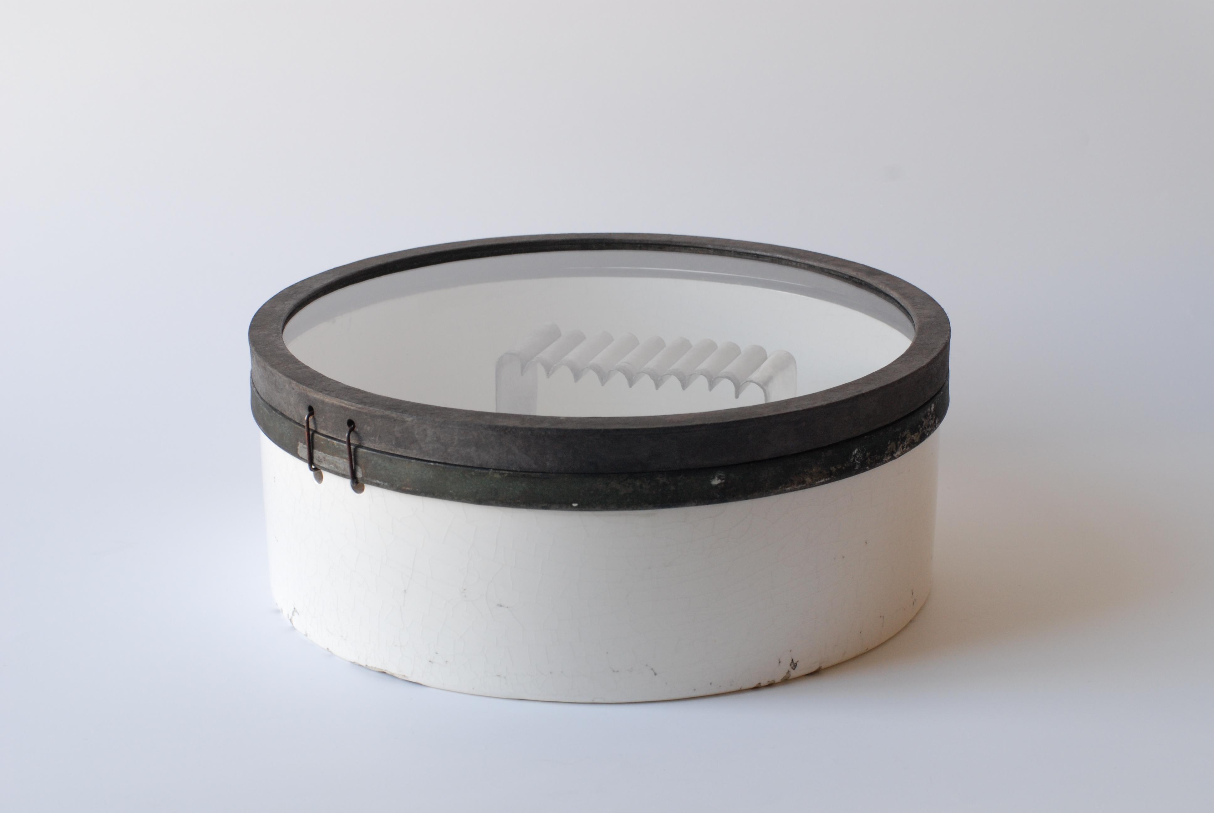 チェコの古道具の陶磁器の中に